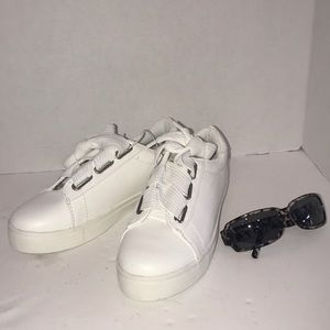 White Wide-Laced Sneakers size 8